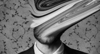 Desfigurat de depresie: Autoportretele unui fotograf suferind