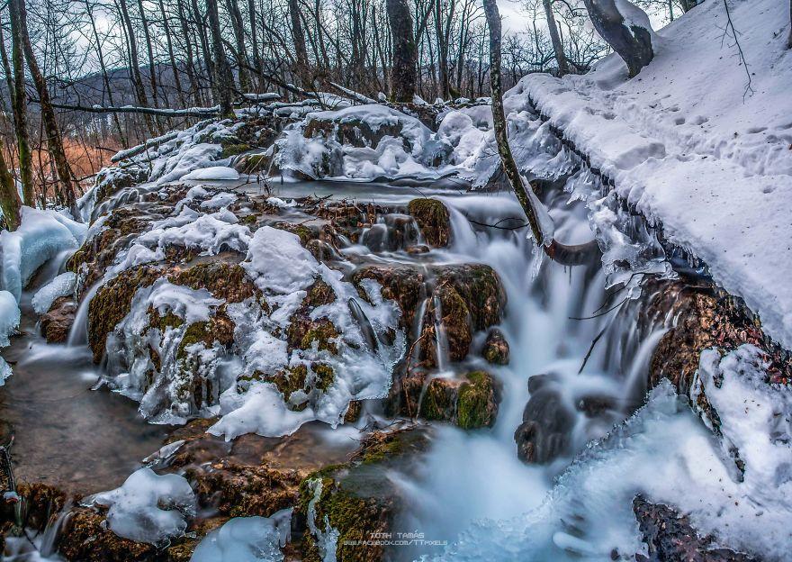 Splendoarea cascadelor inghetate din Croatia - Poza 10