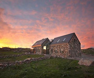 Doua casute irlandeze de piatra intr-una: Connemara Residence