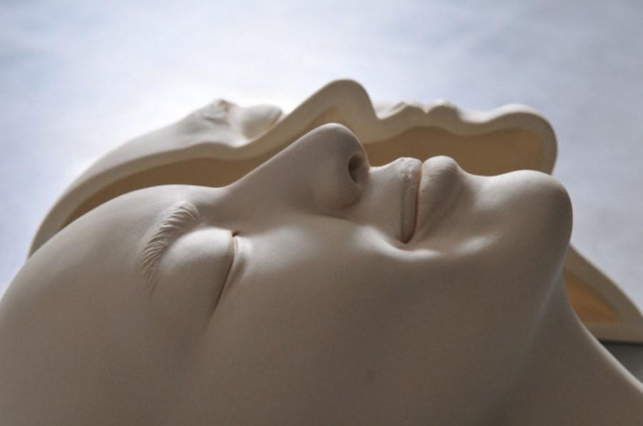 Minti deschise: Sculpturi suprarealiste din portelan - Poza 12