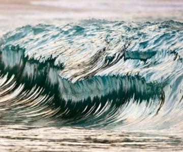 Frumusetea uluitoare a valurilor, in opt poze suprarealiste