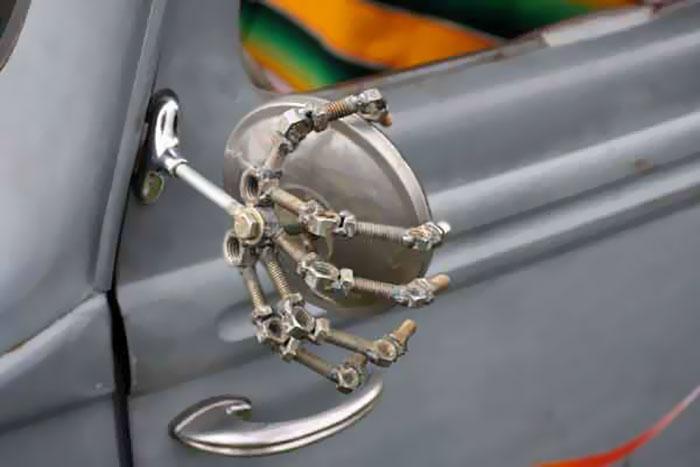 Arta pe patru roti: Cei mai ingeniosi posesori de masini - Poza 13