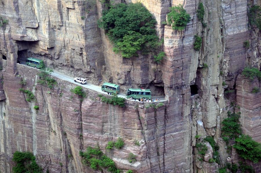 Aventuri memorabile: Cele mai periculoase drumuri din lume - Poza 7