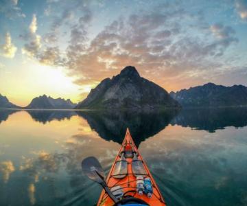 Un fotograf, un caiac si cele mai frumoase peisaje din lume