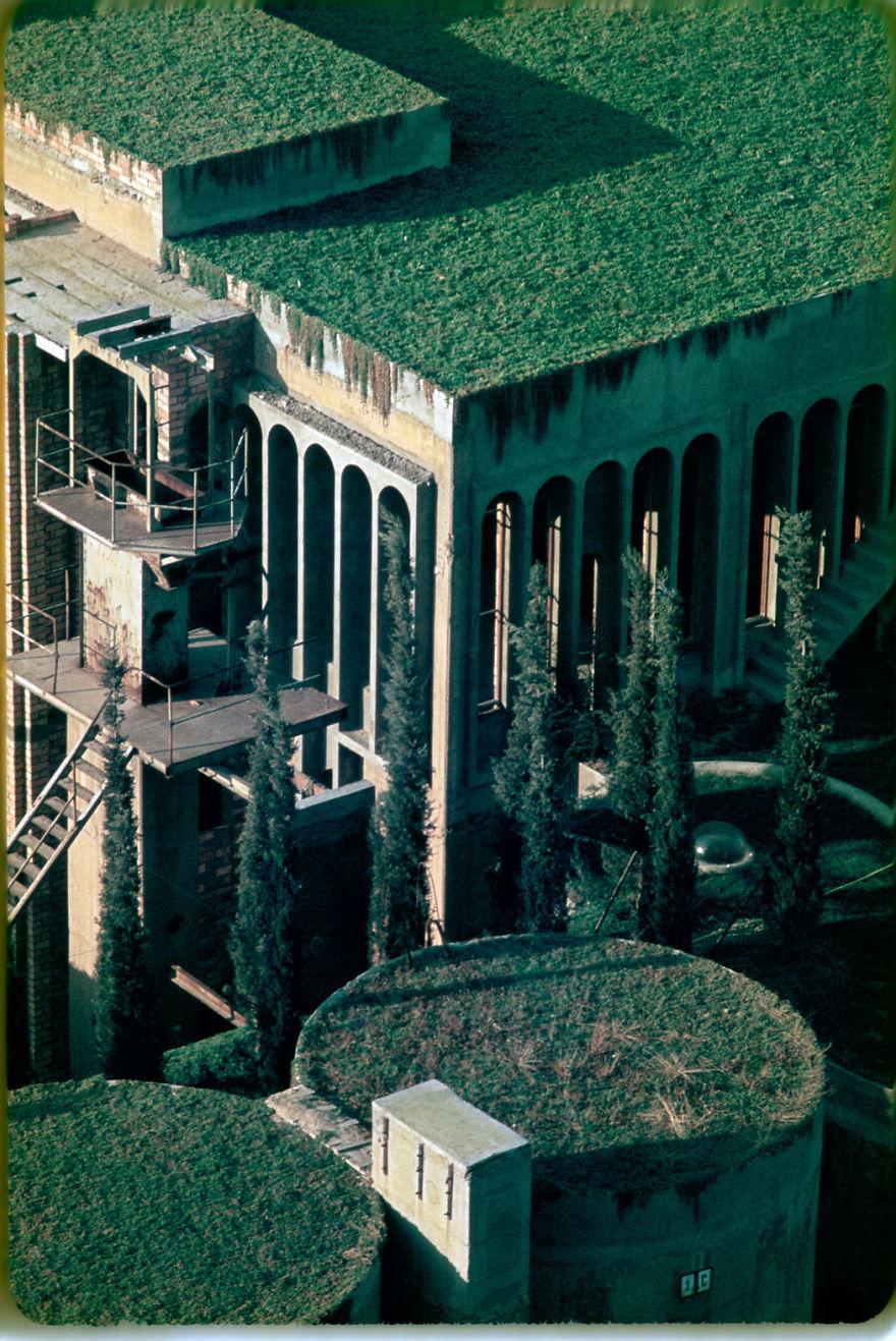 Un proiect maret: A transformat o fosta fabrica intr-o casa de vis - Poza 12