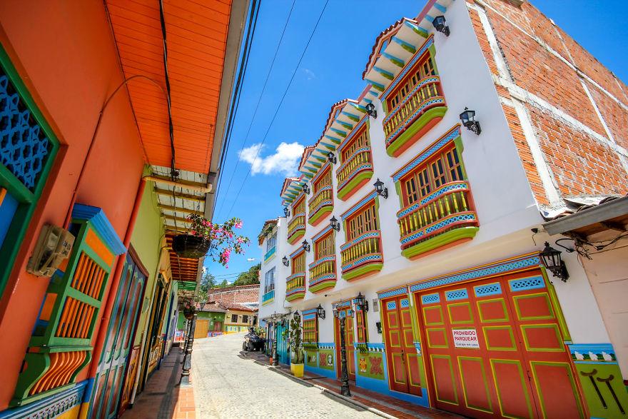 Un deliciu vizual: Cel mai colorat oras din lume - Poza 3