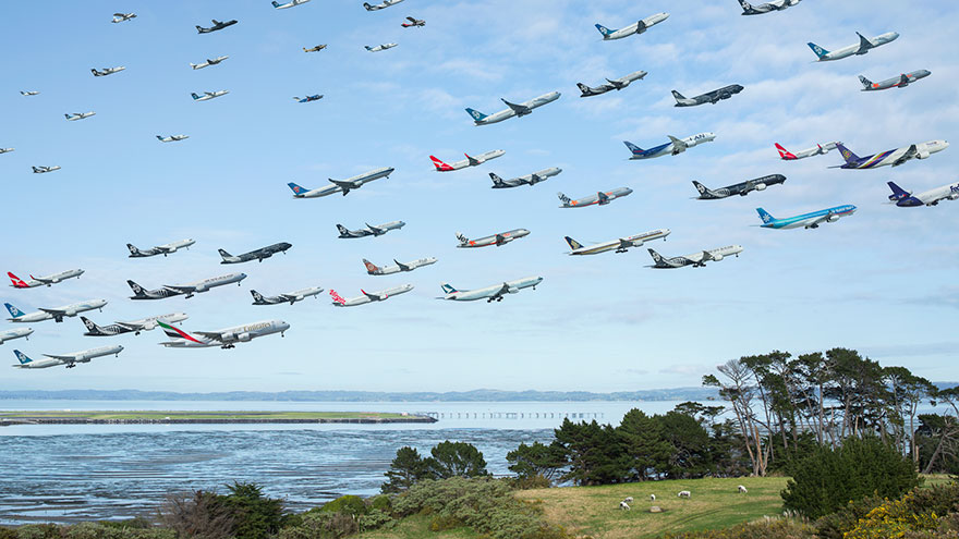 Portrete aeriene: Uimitorul zbor simultan al unor zeci de avioane - Poza 13