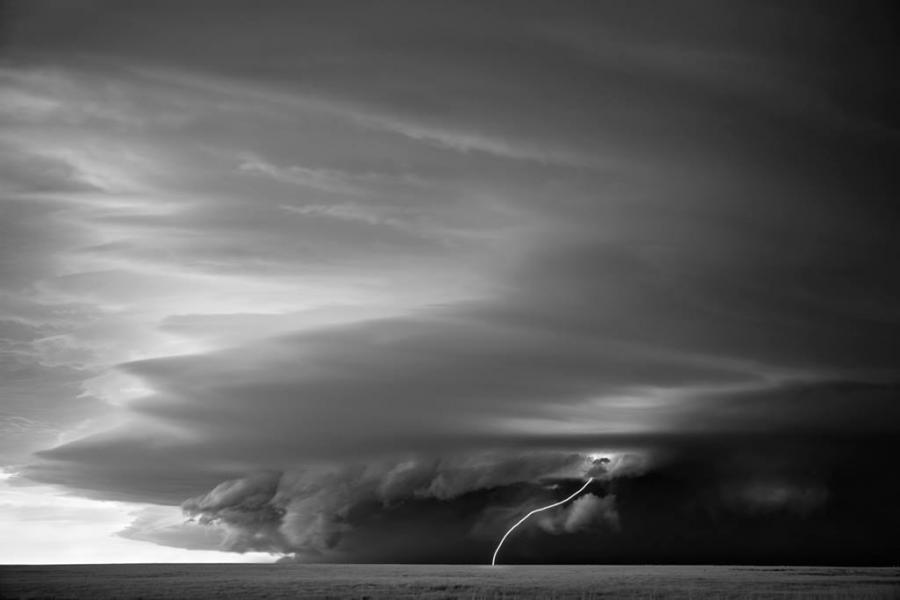 Tornade spectaculoase in alb si negru - Poza 8