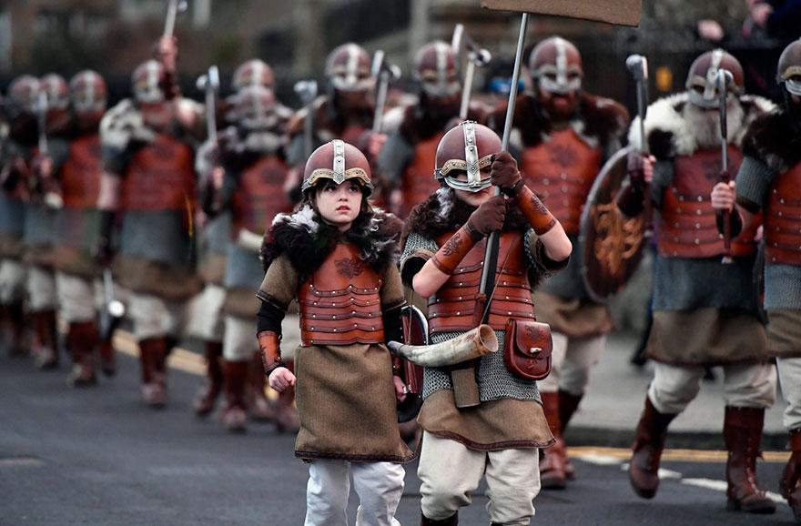 Festivalul legendar al vikingilor, in fotografii epice - Poza 7