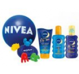 Set pentru protectie solara Nivea Sun Family Pack: Lotiune de corp Kids Swim&Play SPF 50+, 150 ml + Spray colorat Kids SPF 30, 200 ml + Spray Protect&Bronze SPF 30, 200 ml + Set Frisbee&Jucarii de nisip + Minge de plaja