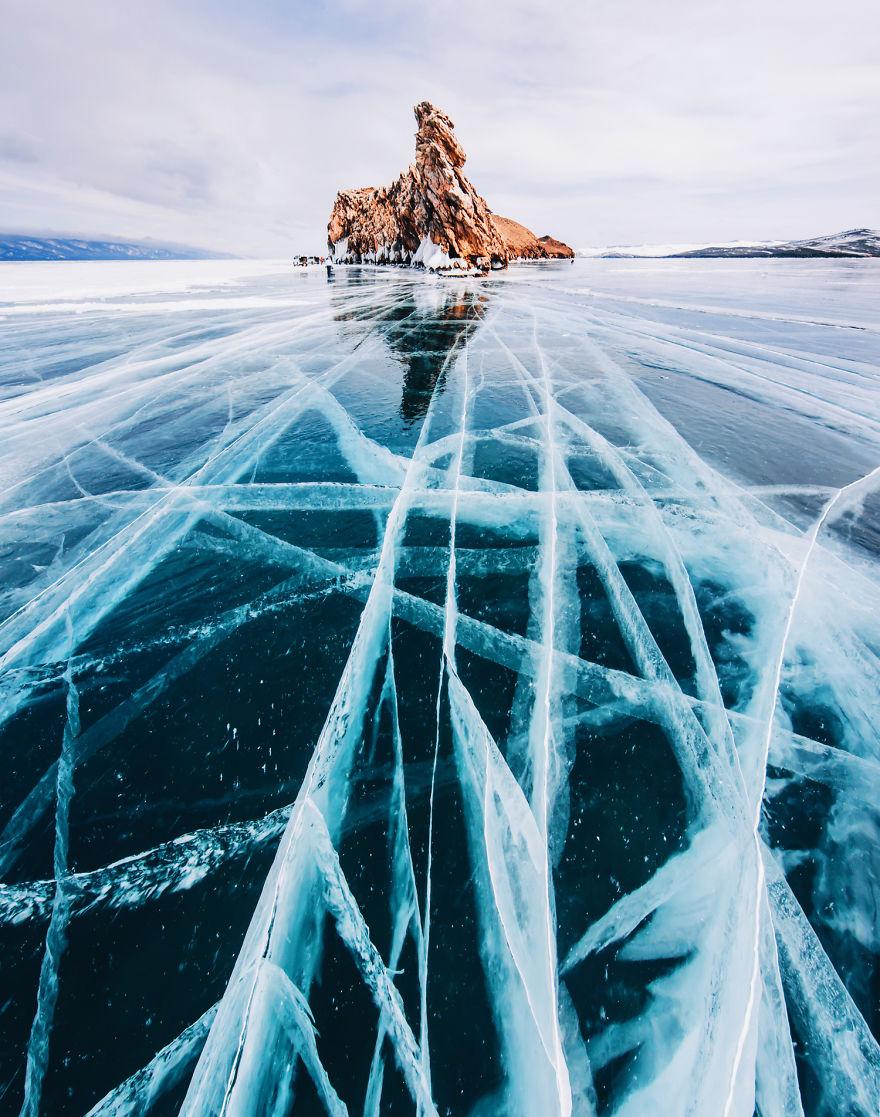 Frumusetea celui mai adanc lac din lume, iarna - Poza 2