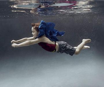 Portrete subacvatice de copii, de Alix Martinez