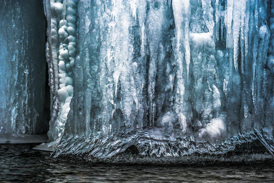 Splendoarea cascadelor inghetate din Croatia - Poza 9