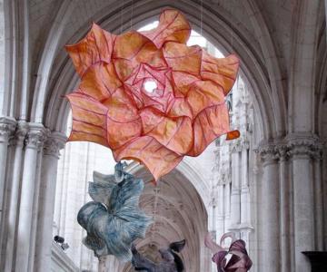 Sculpturi plutitoare, din hartie artizanala