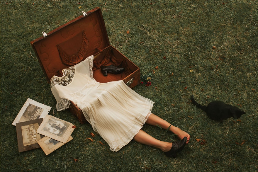 Povestea depresiei, in autoportrete conceptuale - Poza 1