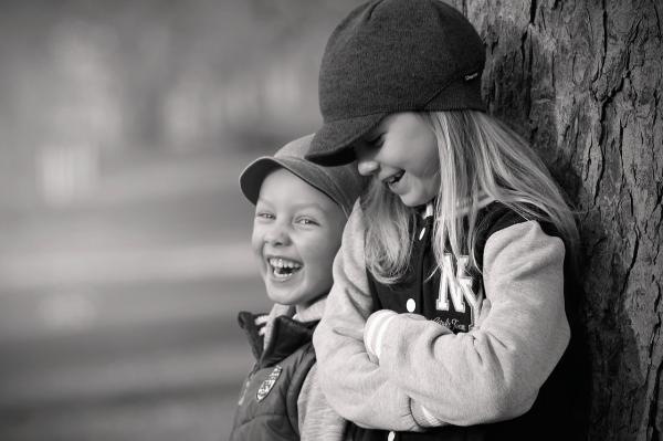 Studiile au dovedit: Fratii mai mici sunt mai amuzanti - Poza 2