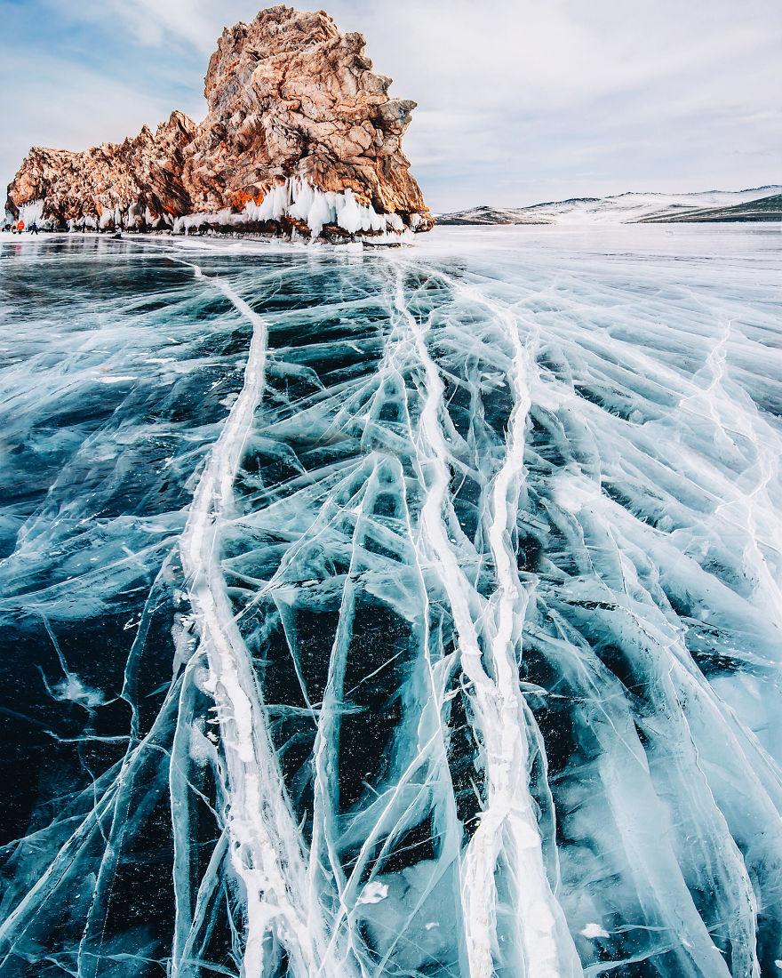 Frumusetea celui mai adanc lac din lume, iarna - Poza 6