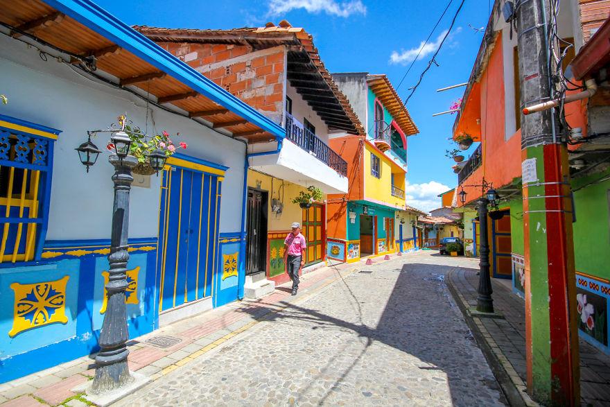 Un deliciu vizual: Cel mai colorat oras din lume - Poza 5