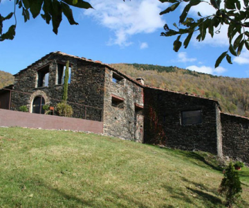 Ferma de piatra, transformata in vila de vis in Spania