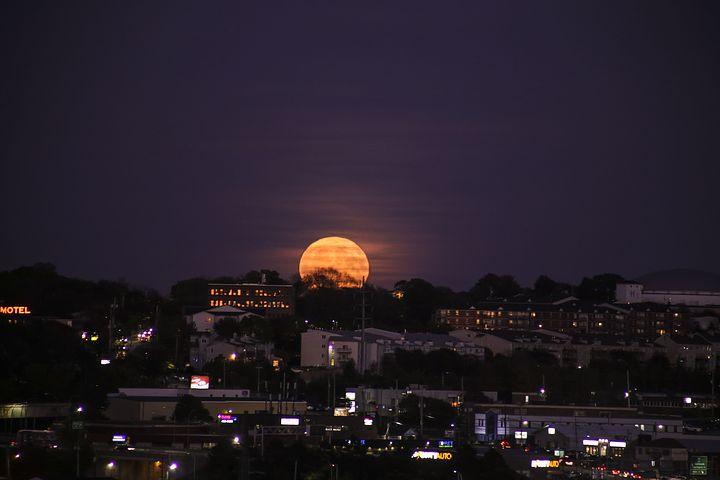 Cele mai frumoase ipostaze ale lunii, in poze superbe - Poza 9