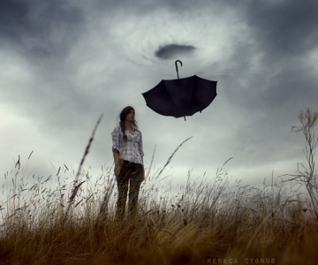 Povesti suprarealiste spuse de Rebeca Cygnus