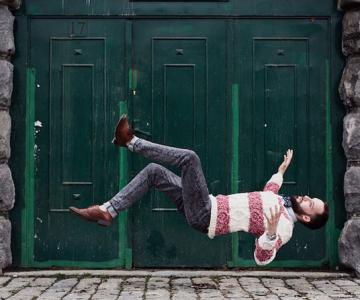 Oameni in cadere calma, de Brad Hammonds