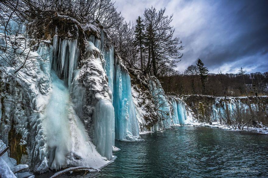Splendoarea cascadelor inghetate din Croatia - Poza 4