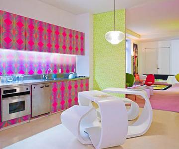 Apartament de designer: Neon si linii bizare de Rashid Karim