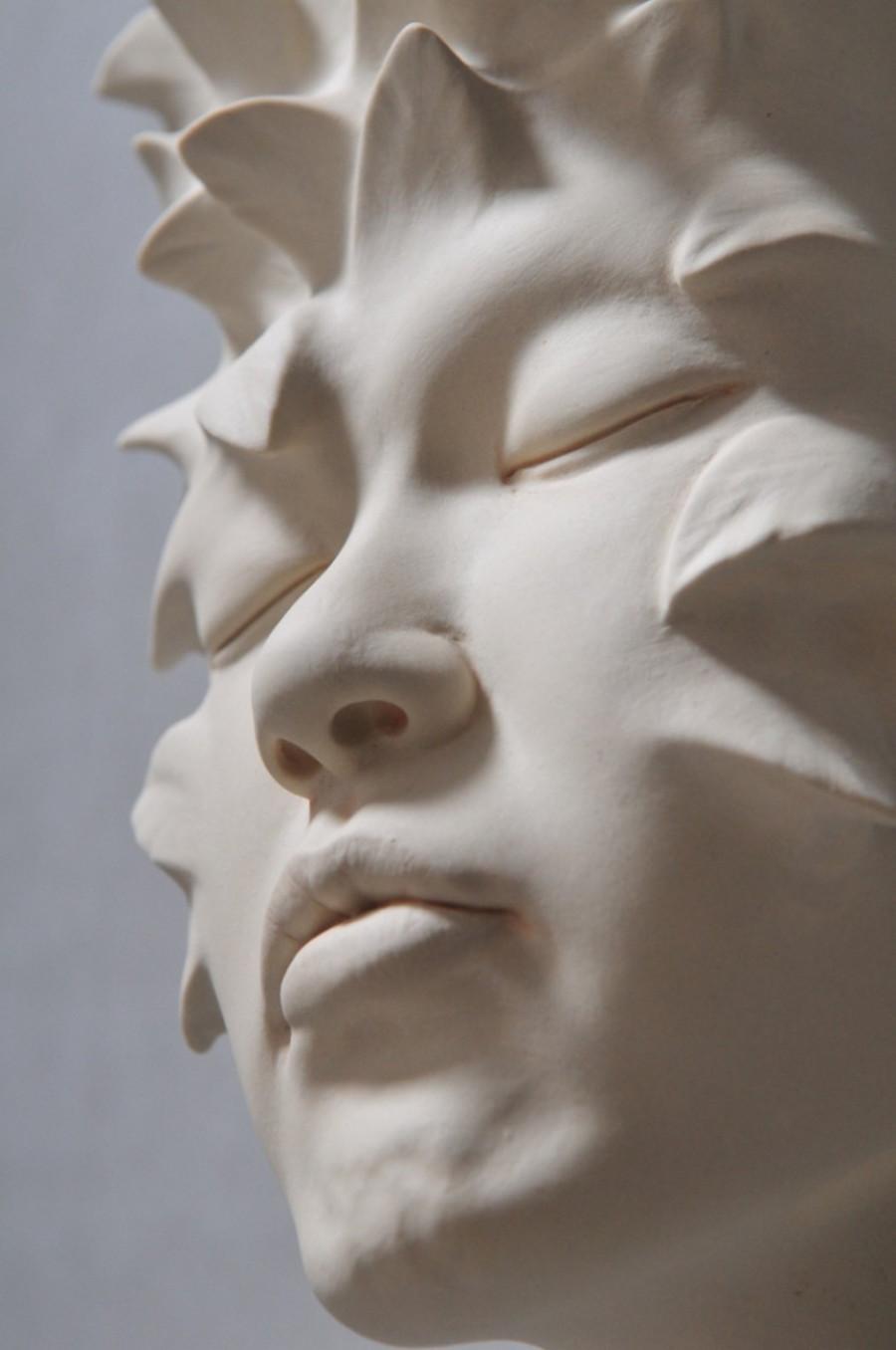 Minti deschise: Sculpturi suprarealiste din portelan - Poza 14