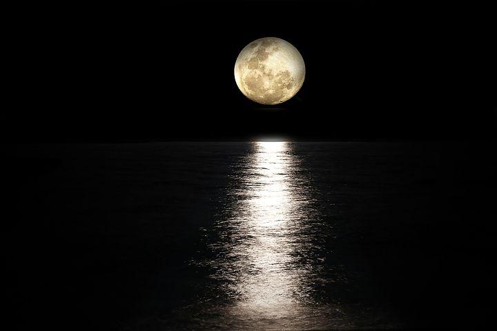 Cele mai frumoase ipostaze ale lunii, in poze superbe - Poza 6