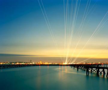 Avioanele deseneaza cu lumina pe cer