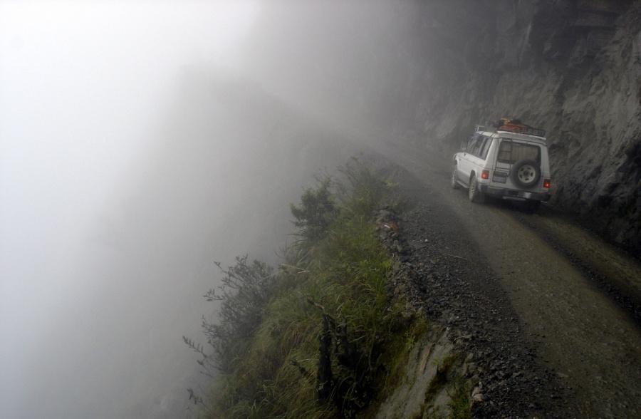Aventuri memorabile: Cele mai periculoase drumuri din lume - Poza 5