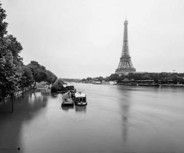 Parisul sub ape, in fotografii alb-negru