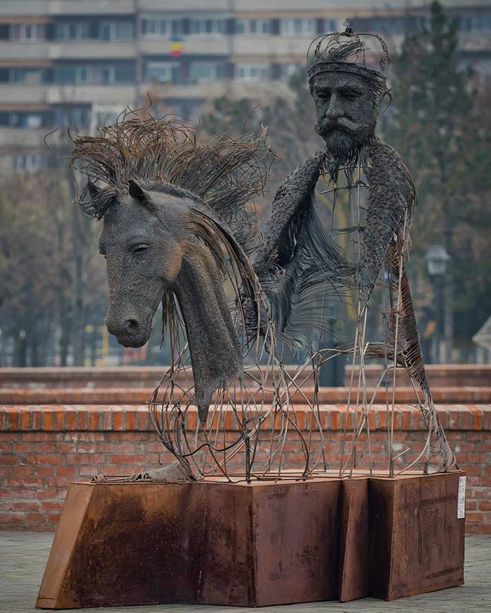 Impresionantele sculpturi din sarma ale lui Darius Hulea - Poza 2