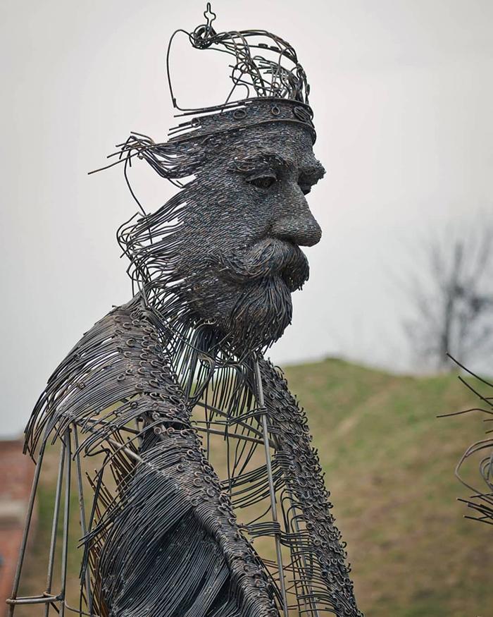 Impresionantele sculpturi din sarma ale lui Darius Hulea - Poza 1