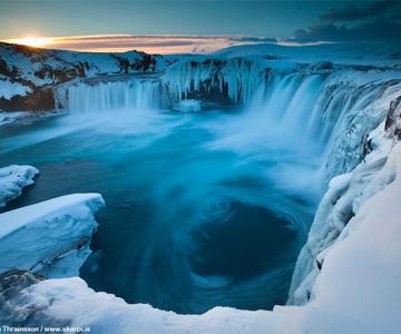Fotografii incredibile cu Cascada Godafoss, Islanda
