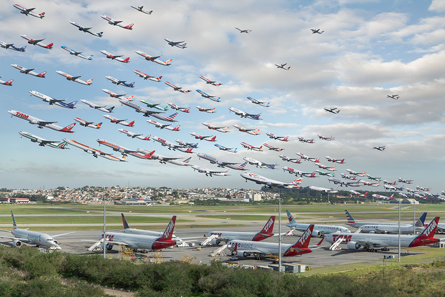 Portrete aeriene: Uimitorul zbor simultan al unor zeci de avioane - Poza 16