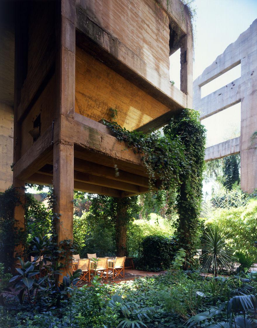 Un proiect maret: A transformat o fosta fabrica intr-o casa de vis - Poza 4