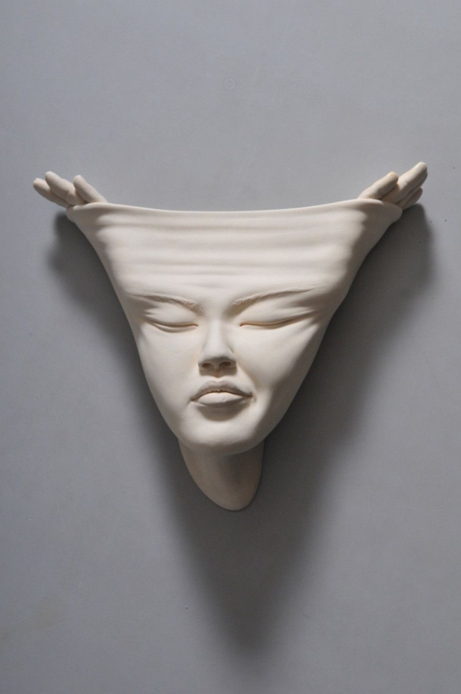 Minti deschise: Sculpturi suprarealiste din portelan - Poza 3