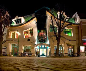 Mall-ul din Casa Stramba, in Polonia