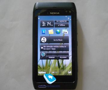 Nokia N8, pe gaura cheii