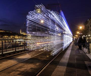 Superbele trenuri cu LED-uri de la Budapesta
