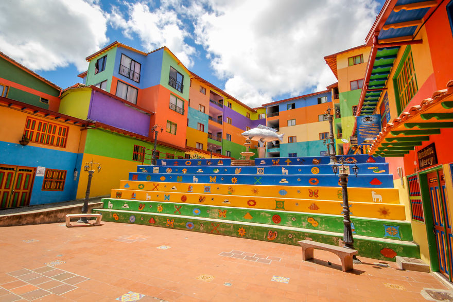 Un deliciu vizual: Cel mai colorat oras din lume - Poza 7