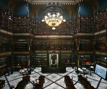 Superba Biblioteca Regala Portugheza de la Rio de Janeiro