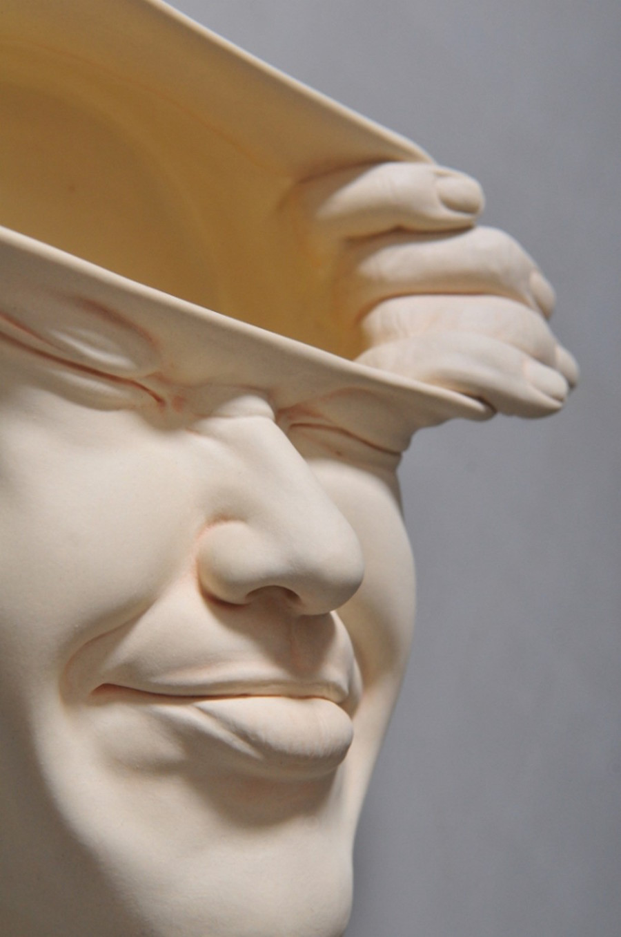 Minti deschise: Sculpturi suprarealiste din portelan - Poza 6