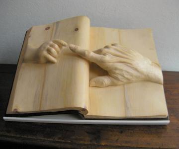Viata sculptata in lemn si carti de Nino Orlandi