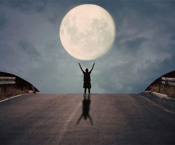 Cu luna la joaca, de Adrian Limani