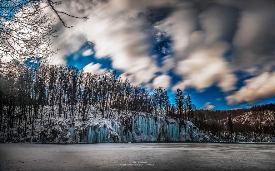 Splendoarea cascadelor inghetate din Croatia - Poza 7