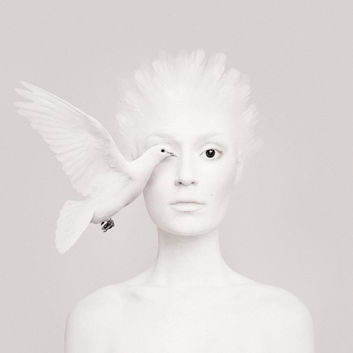 Ferocitate si gingasie: Dualitatea privirii feminine - Poza 6