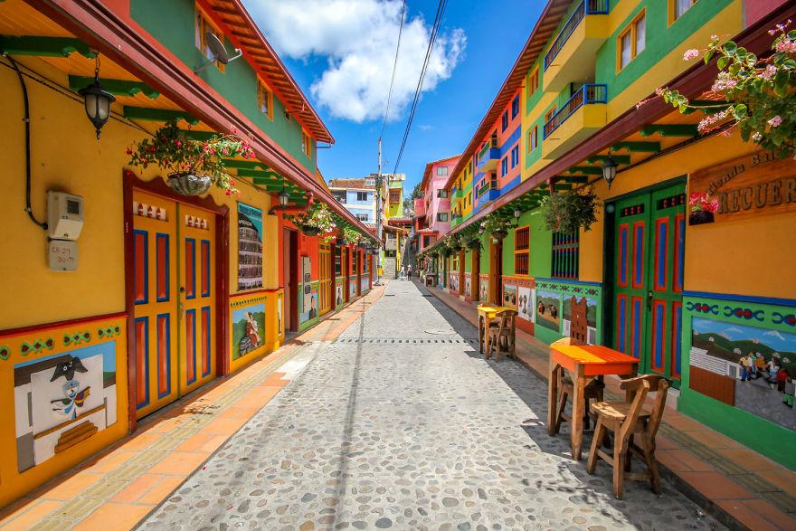 Un deliciu vizual: Cel mai colorat oras din lume - Poza 1